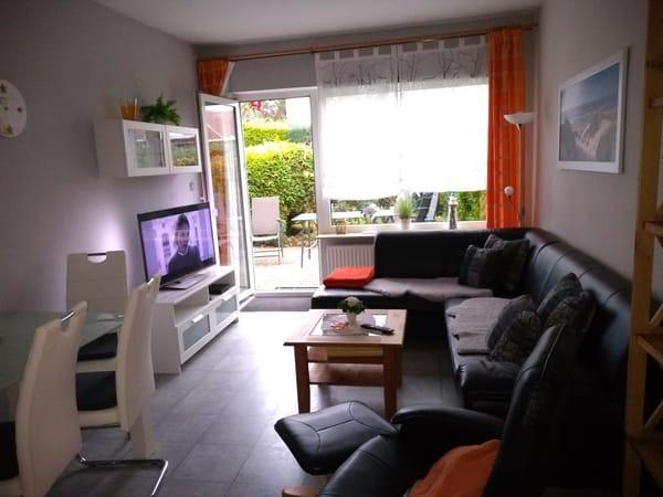 Wohnzimmer mit integrierter Küche, Süd- Terrasse