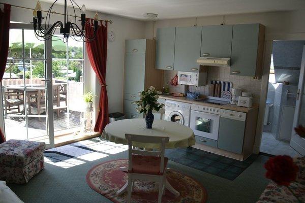 Wohnraum mit Blick auf die Küchenzeile