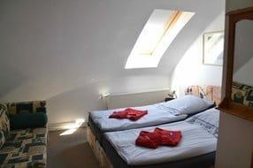 Schlafzimmer mit Kindercouch zur Aufbettung
