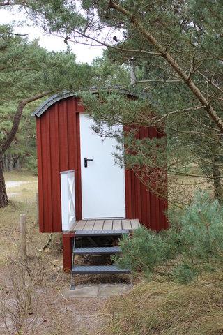 Ein Saunawagen steht direkt auf dem anliegenden Grundstück und bringt sie auch bei kaltem Wetter zum entspannten Durchatmen!