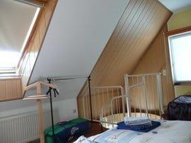 Schlafraum: Doppelbett u. Einzelbett, hier ist noch Platz f. ein Babyreisebett