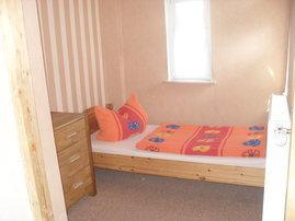 Zweites Schlafzimmer in der 1. Etage mit zwei Einzelbetten