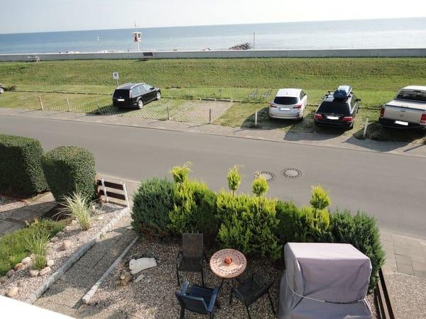 Aussicht aus Fewo Meerblick.    Reservierter Parkplatz