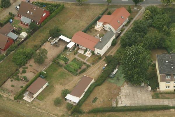 Unten rechts befindet sich das Gartenhaus.