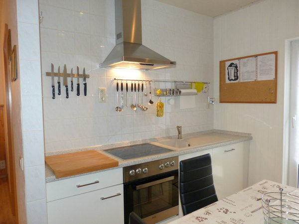 Küchenzeile mit E- Herd und Geschirrspüler