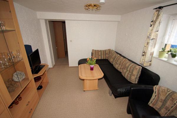 Das Wohnzimmer - u.a. Ecksofa ausziehbar für 2 Personen