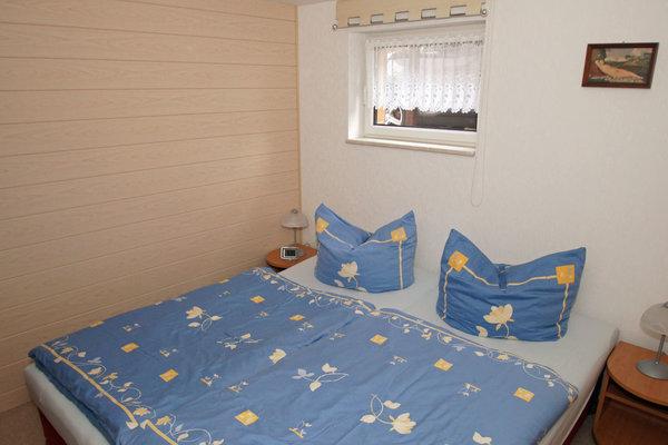 Das Schlafzimmer - Kleiderschrank, 2 Liegen, können auch auseinander gestellt werden