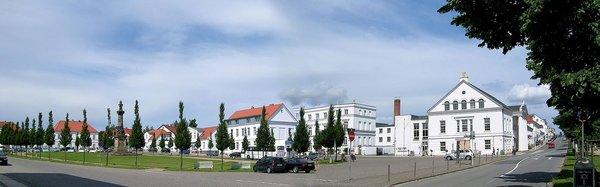 Putbus: Markt mit Residenztheater