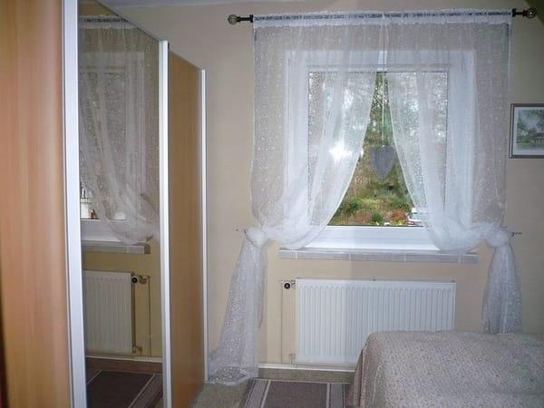 Schlafzimmer mit großem Schiebetürenschrank