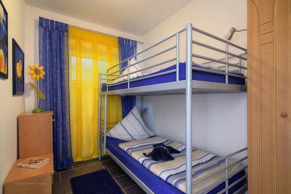 Kinderschlafzimmer mit Etagenbett (Abmessungen 0,90 X 2 Meter)