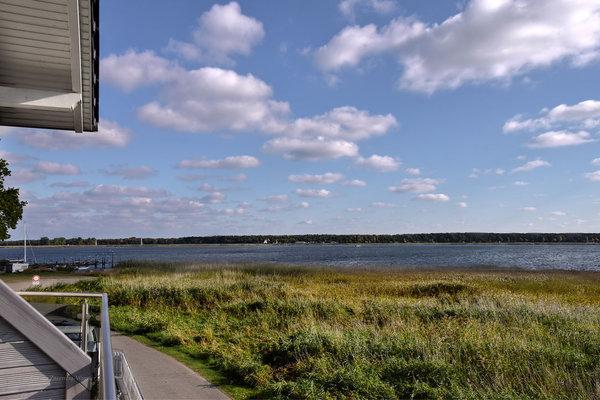 Ihr Blick auf den Zickersee, den Thiessower Hafen und auf den Lotsenberg.