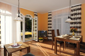 Wohnzimmer mit Süd-Westbalkon