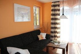 Wohnzimmer mit gemütlicher Couchecke