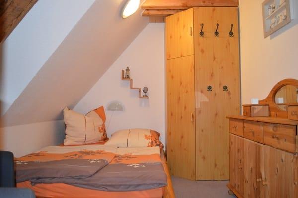 Das Schlafzimmer mit Doppelbett für einen erholsamen Schlaf