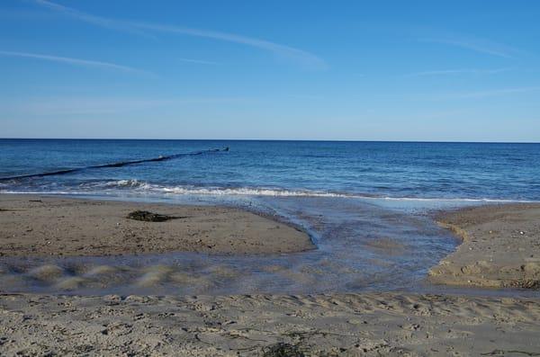 Strand mit Strömung