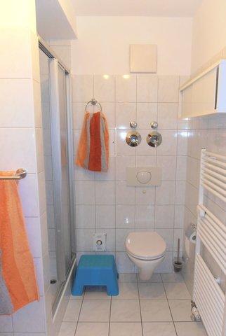 Bad mit Dusche - Ansicht 1