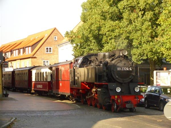 """Mit der historischen Schmalspurbahn """"Molli"""" von Kühlungsborn nach Bad Doberan"""