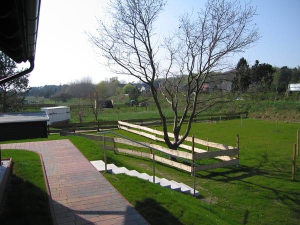 Rückseite des Hauses mit Gartenblick