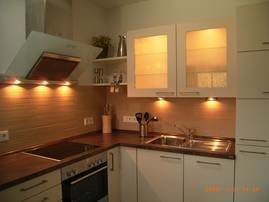 hochwertige und komplett eingerichtete Küche