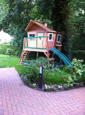 ... bei Bedarf können Sie mit nur wenigen Schritten von Ihrem Pavilion aus, Ihre Kinder beim Rutschen zur Seite stehen