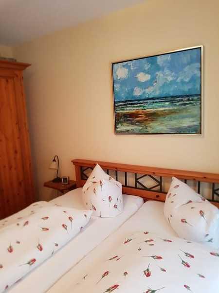 Schlafzimmer mit Doppelbett 180x200 und hochwertigen Matratzen
