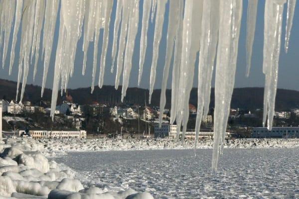 Blick auf die zugefrorene Ostsee