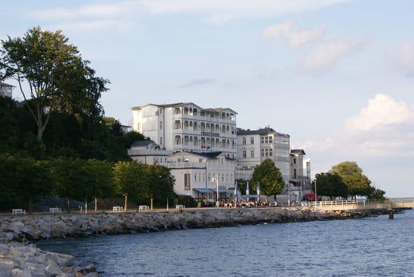 die Promenade von Sassnitz - Hotels in Bäderarchitektur