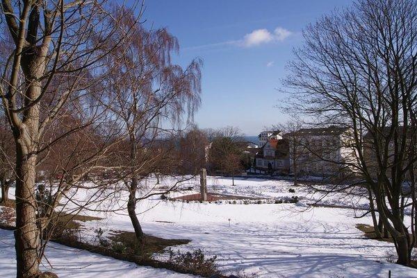 winterlicher Blick vom Wohnzimmerfenster aus über die Altstadt zur Ostsee