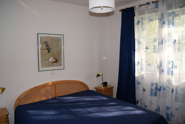 das Schlafzimmer; Bettengröße 90 x 200 cm