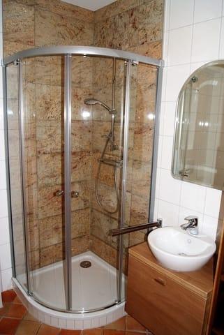 das 2017 renovierte Duschbad