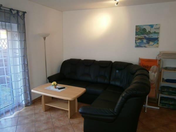 Wohnbereich/ausziehbare Couch max. 2 Personen
