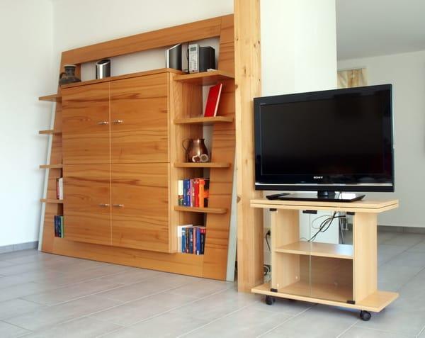 Wohnwand mit LCD-Fernseher