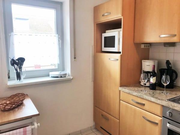 separate Küche mit Fenster
