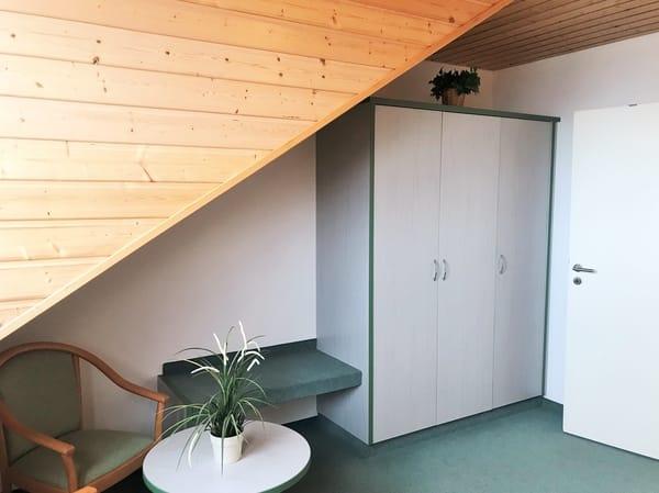 1. Schlafzimmer (im OG) mit viel Stauraum