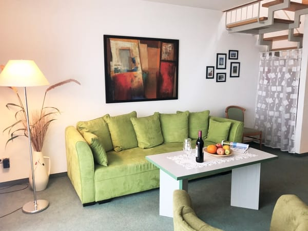 bequeme (ausziehbare Schlaf-) Couch für 2 Personen