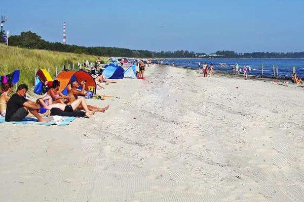Strand von Juliusruh, nur 100 m von der Strandresidenz enfernt - Blick nach links