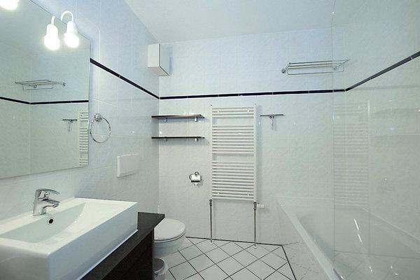 Badezimmer mit Badewanner