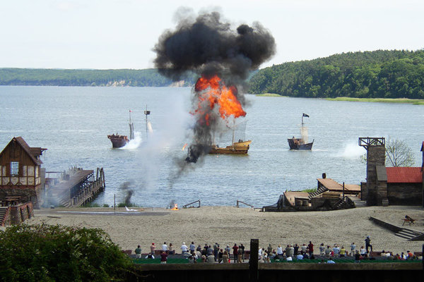 Störtebeker Festspiele - vom Hafen Breege zu den Festspielen - Empfehlenswert