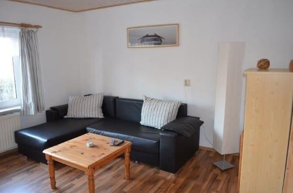Das Wohnzimmer der Wohnung 1 besitzt eine Ausziehcouch für 2 weitere Schlafgelegenheiten
