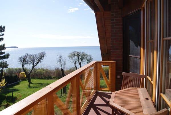 Blick vom Balkon - links im Bild die Insel Vilm