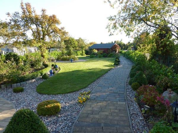 Weg in den Gästegarten