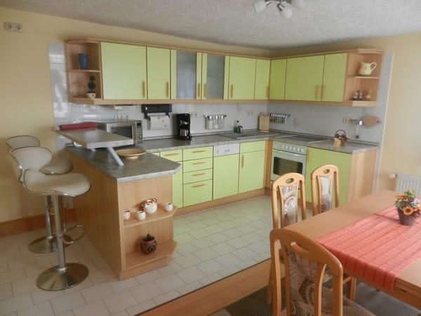 Küche mit großem Essbereich