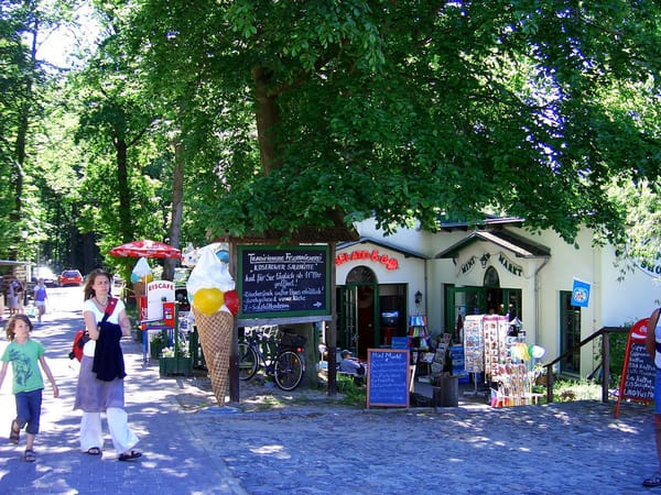 Geschäfte an der Seebrücke in Koserow