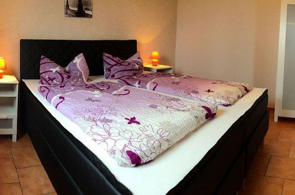 Unsere 2 Schlafzimmer sind beide gleich ausgestattet mit Boxspringbetten für erholsamen schlaf
