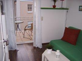 Kinder- Schlafzimmer Couch 145 x 200 cm, mit Spielekonsole und Fernseher