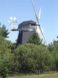 Die liebevoll restaurierte Windmühle gibt unserer Feriensiedlung das Urlaubsflair, das Sie suchen.