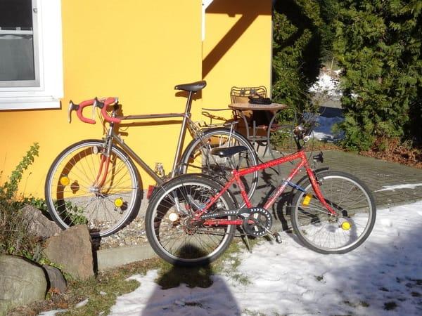 Last, but not least gehören ein älteres Rennrad und ein 24er Jungenfahrrad zu unserem preisgünstigen Angebot.