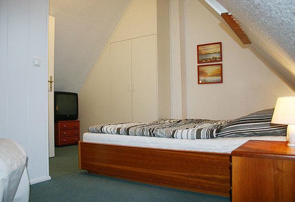 3. Schlafzimmer mit zwei Betten im Studio