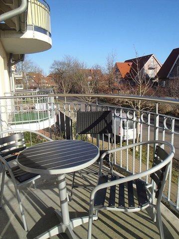 Balkon mit 3 Stühlen + Tisch