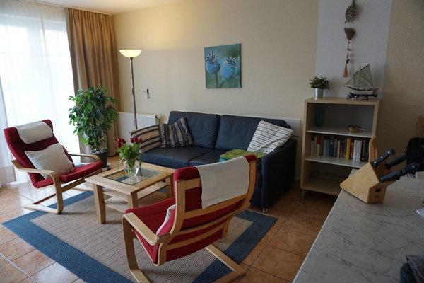 Wohnbereich mit ausklappbaren Sofa